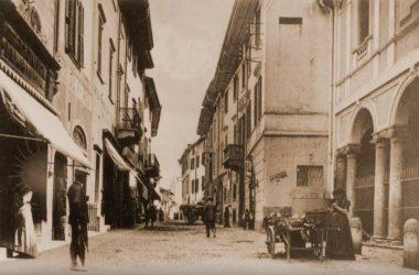 Via Mazzini il sagrato chiesa di Sant'Anna