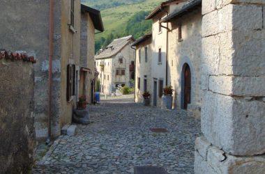 Vie antico borgo di Arnosto a Fuipiano Valle Imagna