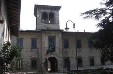 castello-paese-di-luzzana-paese-bergamasco-val-cavallina-provincia-di-bergamo