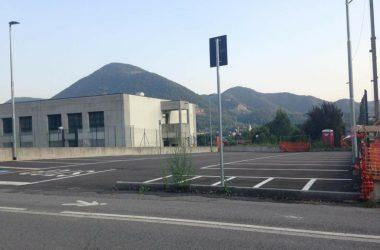 parcheggio presso scuole Romero