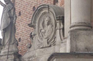 statue basilica di treviglio